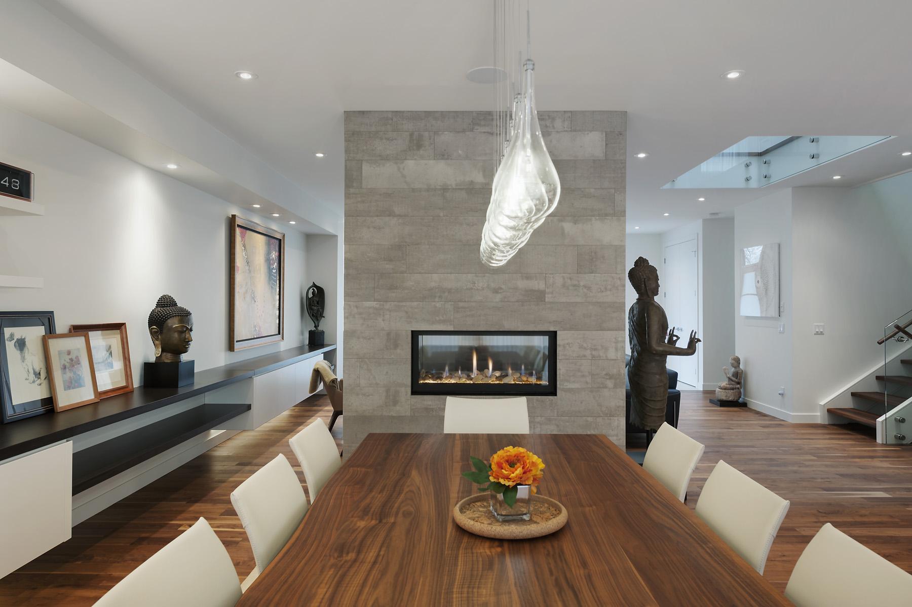Modern Custom Home by Alloy Homes Inc.